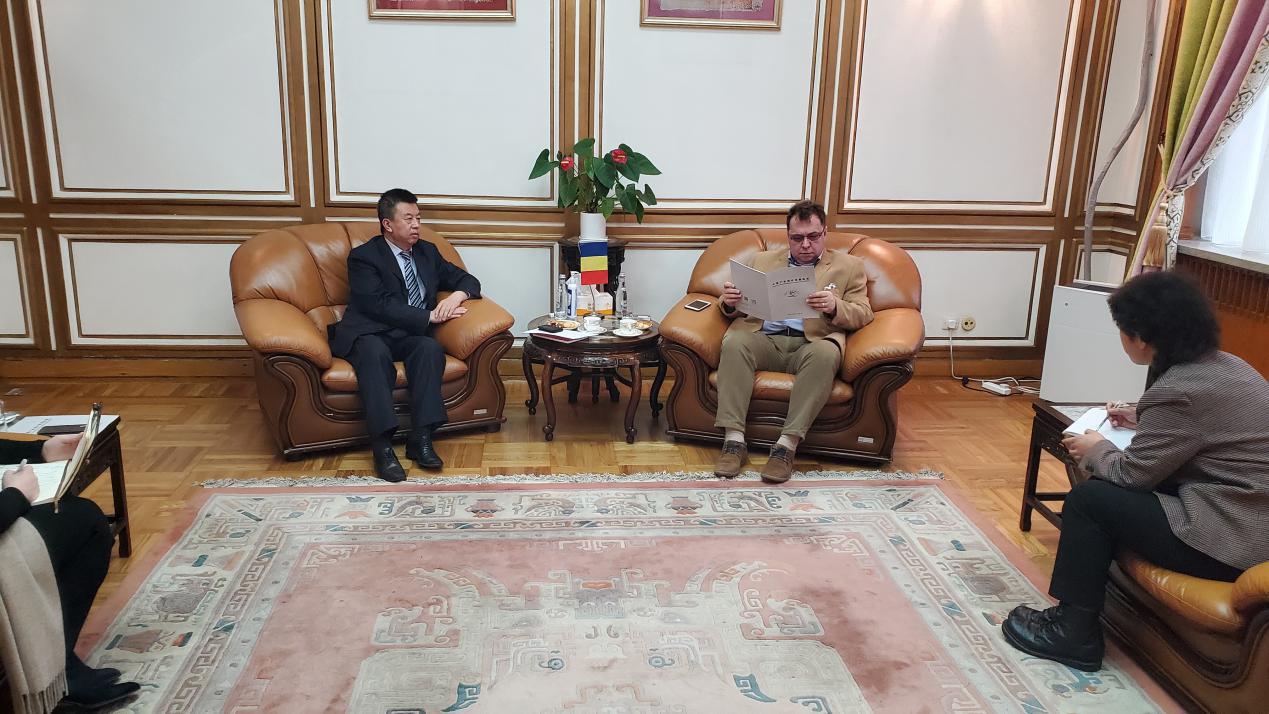 和振伟秘书长拜访罗马尼亚驻华大使康斯坦丁内斯库